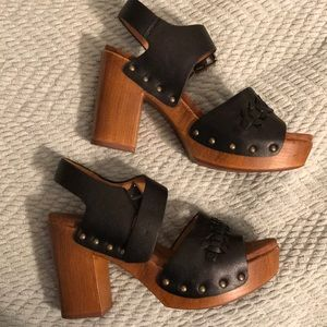 Black summer heel with wooden sole
